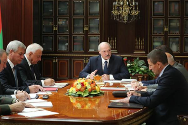 Лукашенко предупредил о желании народа «терзать и вешать чиновников»