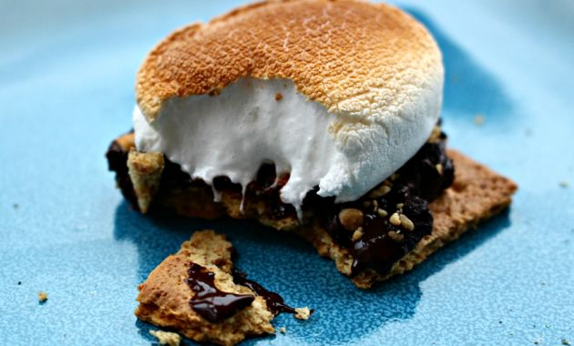 How to Set Up a S'mores Bar For Your Next Gathering