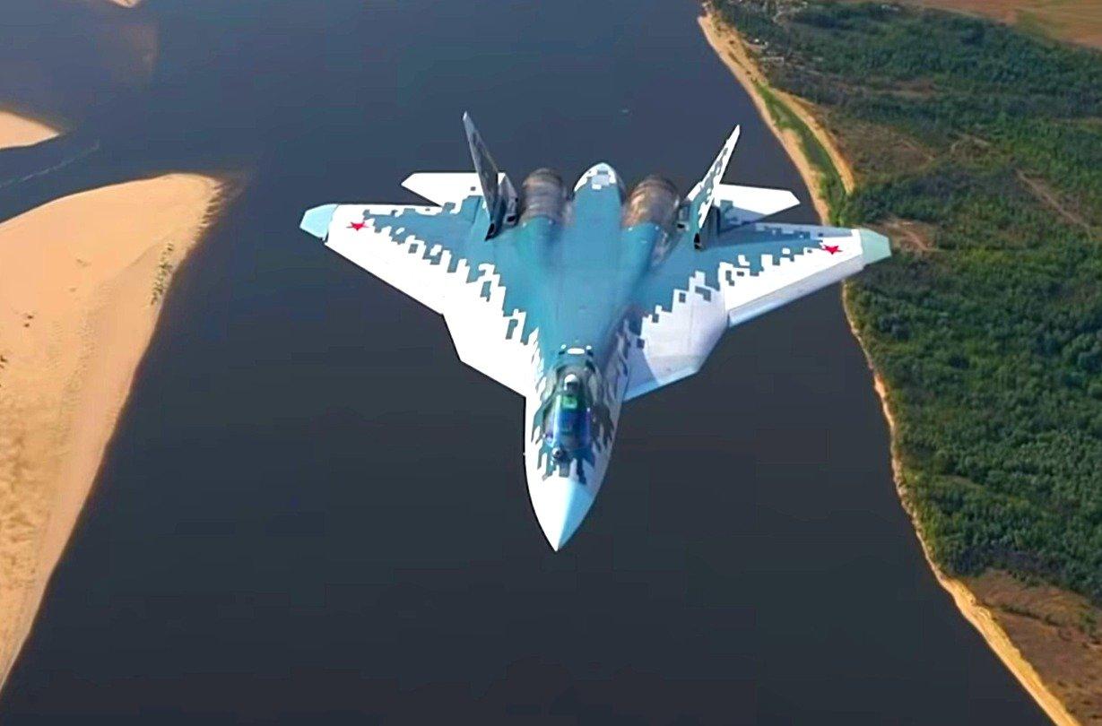 Момент разрушения крыла истребителя Су-57 засняли на видео