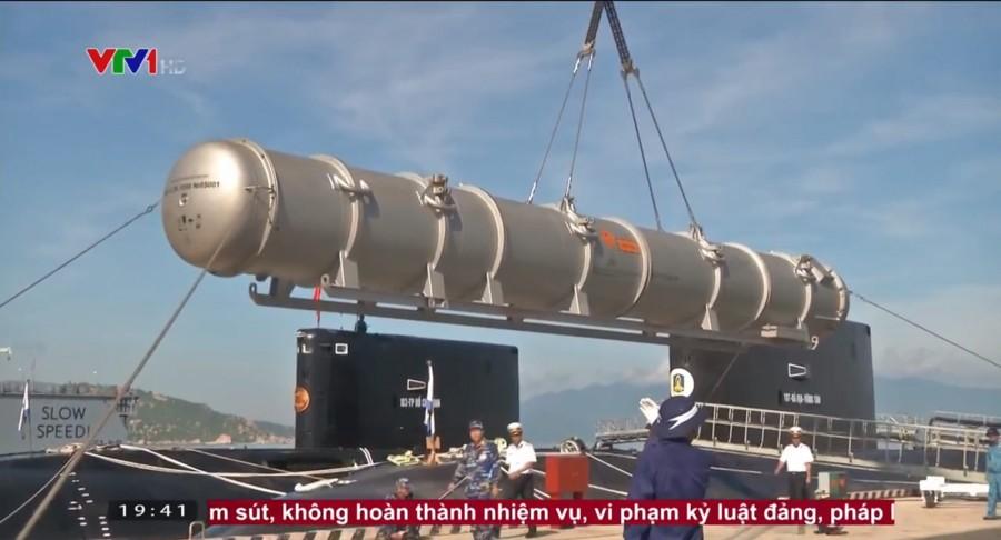Запуск ракеты комплекса Club-S с вьетнамской подводной лодки