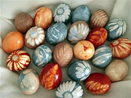 Природные краски цветные пасхальные яйца