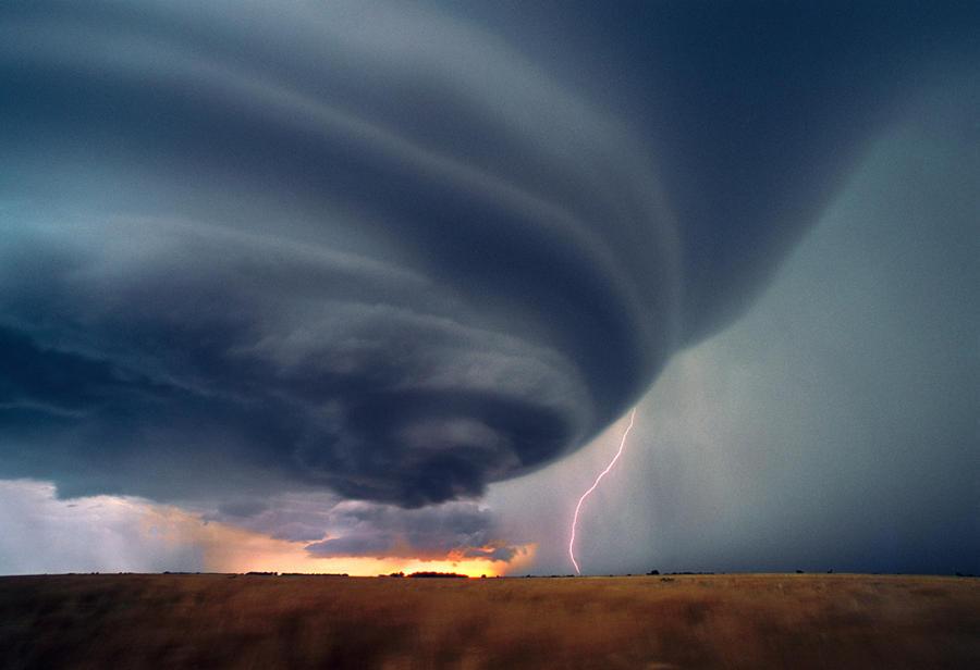 11145 Ураганы и смерчи в фотографиях