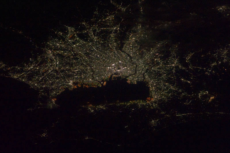 339 Ночь на планете: 30 фото из космоса