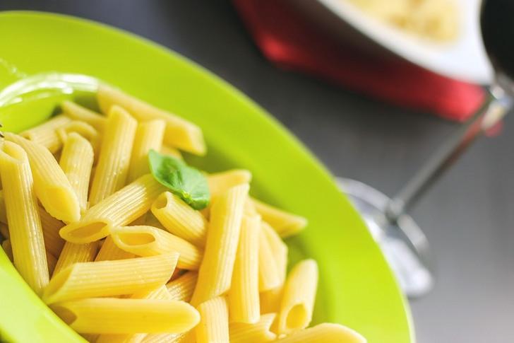 Тёща решила воспитывать безработного зятя: пусть ест одни макароны без масла