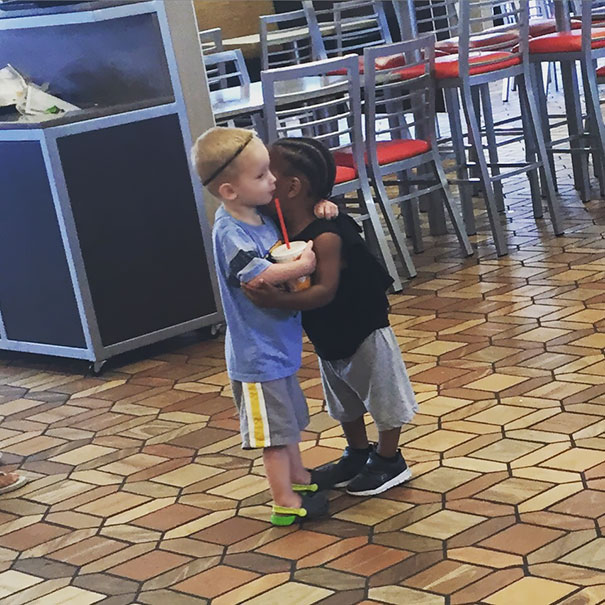 good-kids-acts-of-kindness-restore-faith-humanity-parenting-41-57849f616a3aa__605