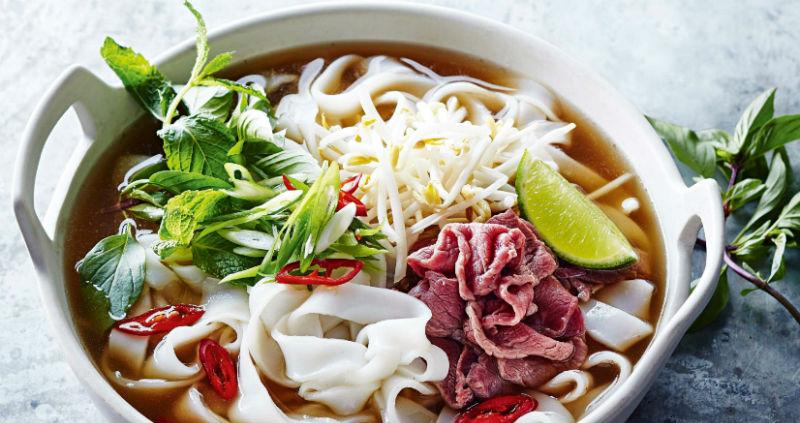 Какую еду обязательно нужно попробовать во Вьетнаме: суп фо, рисовые рулеты и сладкий кофе