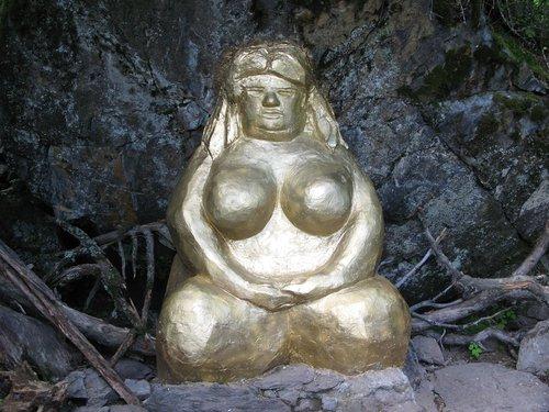 Золотая баба: культ «золотой богини» у славян