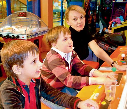 В недавний уикенд Яна отвела сыновей в игровой центр недалеко от дома...
