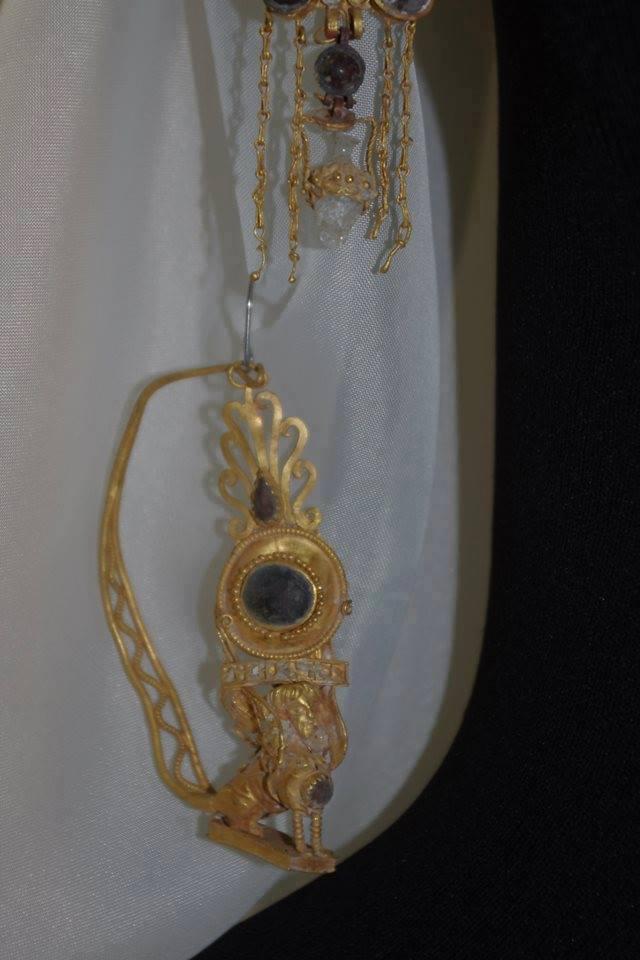 Золотые украшения фракийской жрицы