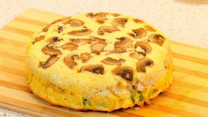 Вкусный слоеный пирог-перевертыш