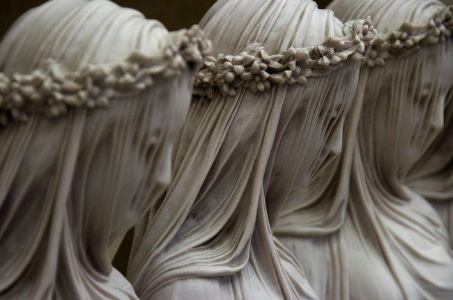 Тайны знаменитых скульптур (11 фото)