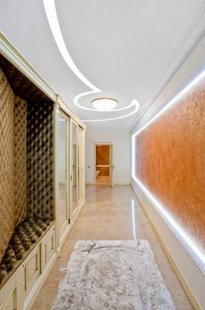 коридор в стиле неоклассики