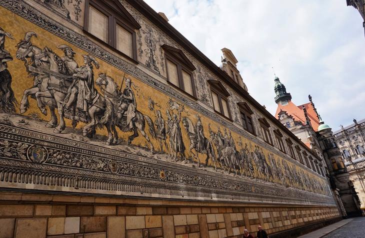 Стена «Шествие королей»
