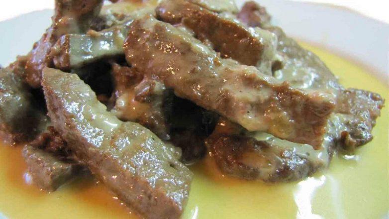 Печенка свинины в сметане рецепт с фото