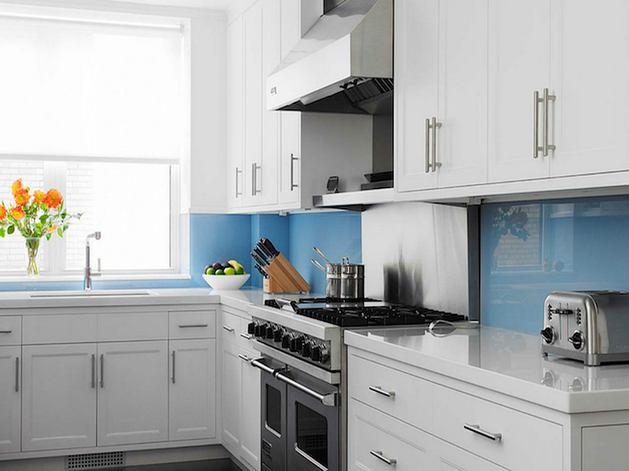 Кухня в цветах: голубой, черный, серый, светло-серый. Кухня в стиле скандинавский стиль.