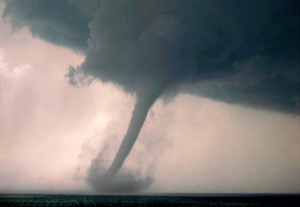 2354 Ураганы и смерчи в фотографиях