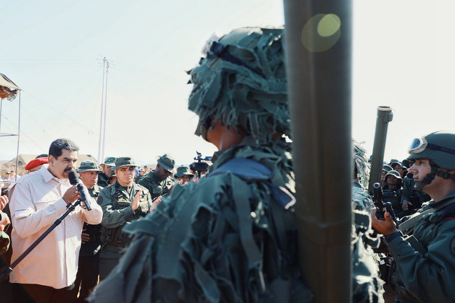 Раз в Венесуэле военные учения, значит, армия полностью с Мадуро? И народ?