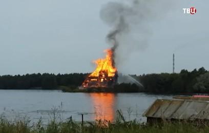 Пожар уничтожил уникальную церковь XVIII века в Карелии