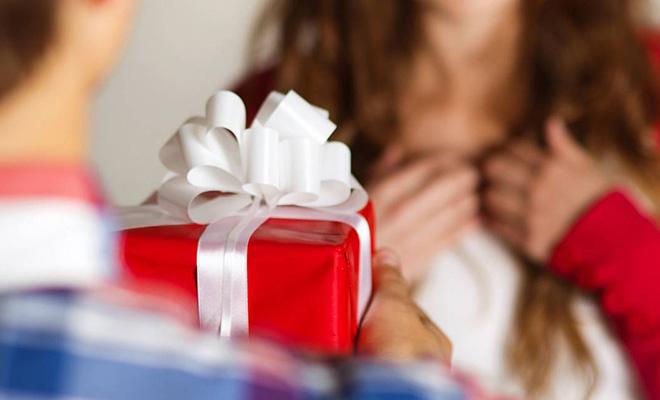 12 практичных идей, что можно подарить девушке