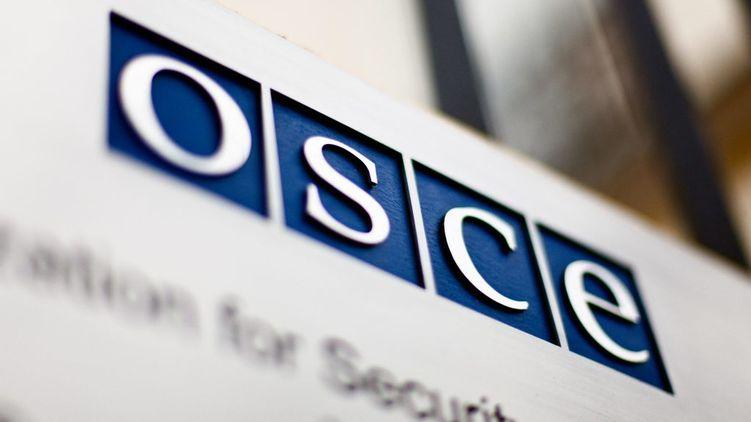 Притеснения, нападения и слежка. Что говорится об Украине в докладе ОБСЕ о свободе слова