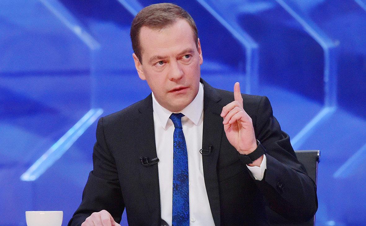 Медведев: учителям и врачам …