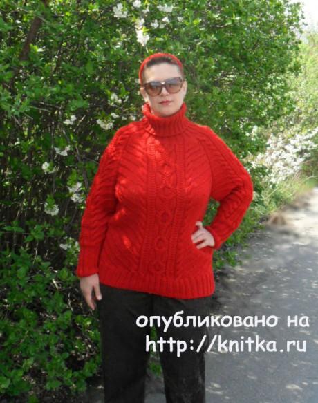 Вязаный спицами свитер с аранами. Работа Светланы Шевченко