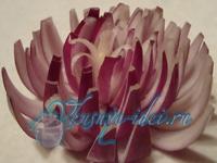 Хризантема из лука - Украшаем блюда просто и со вкусом.