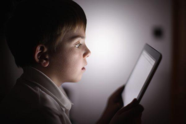 Дети в интернете —  4 главных опасности и как от них защититься