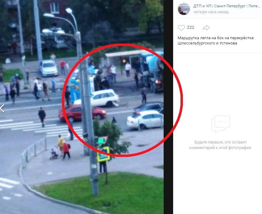В Санкт-Петербурге BMW выехал на встречку и врезался в автобус с пассажирами