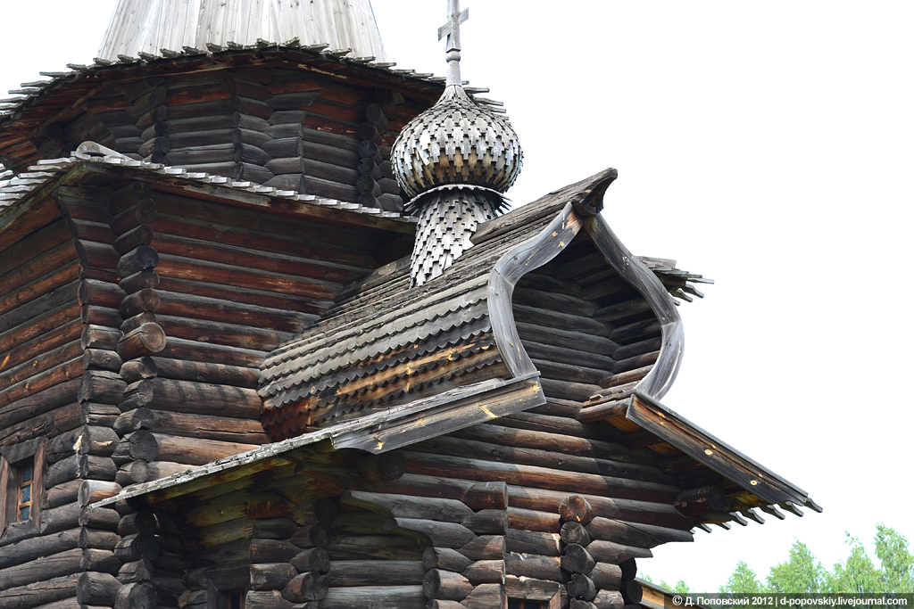 25 старинных деревянных зданий