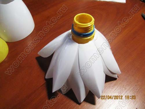 Лилия из пластиковых бутылок своими руками мастер класс фото