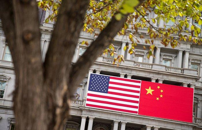 Трамп объявил о введении дополнительных пошлин на товары из Китая