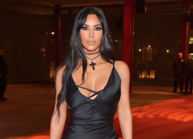 Ким Кардашьян в опасном платье на вечеринке в Лос-Анджелесе