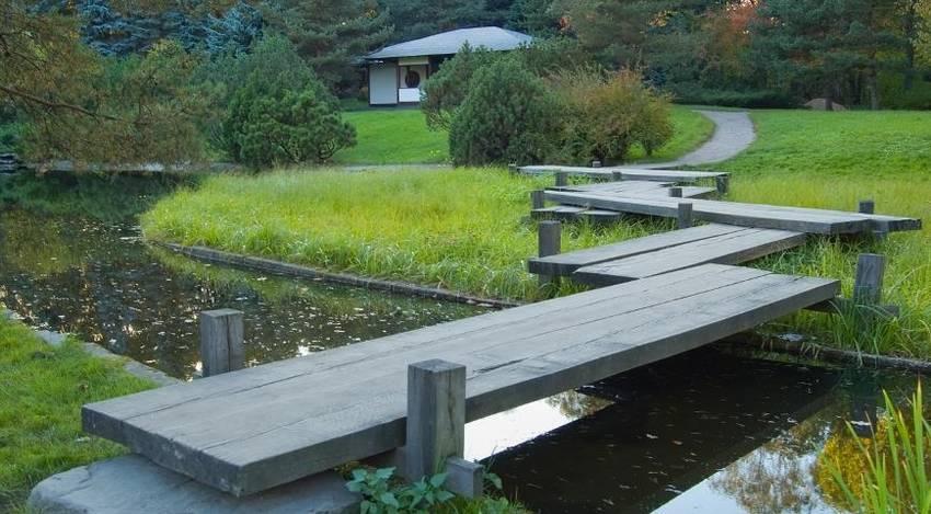 Мостик над водой для дачи и сада. 10 лучших фото идеи
