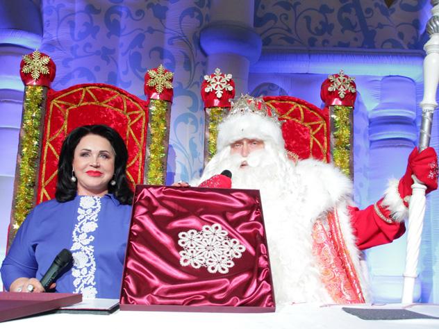 Надежда Бабкина и Дед Мороз подписали «снежное» соглашение о сотрудничестве