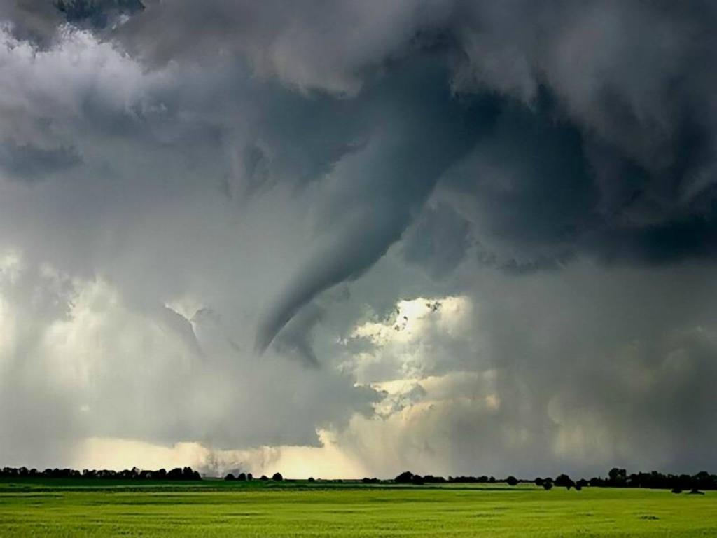 2548 Ураганы и смерчи в фотографиях