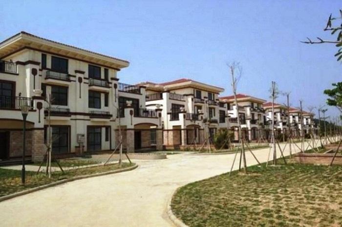 Благоустроенная китайская деревня пустует из-за жадности и глупости людей