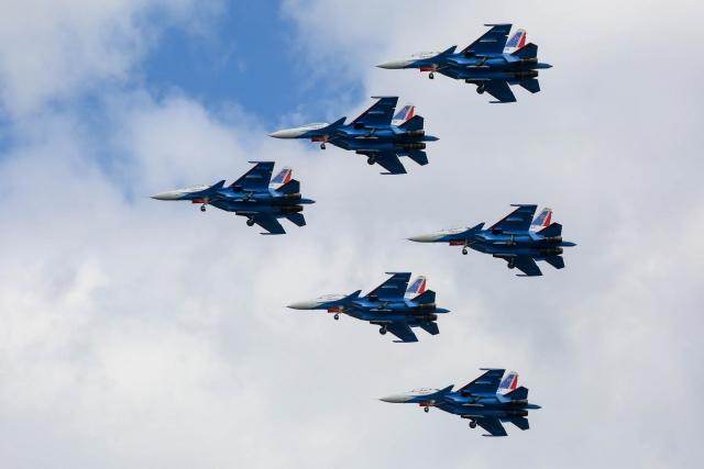 """""""Русские Витязи"""" показали новую фигуру высшего пилотажа"""