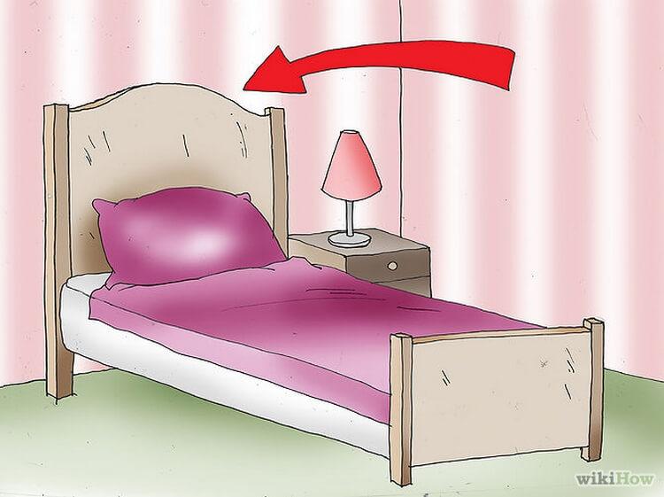Как обустроить спальную комн…