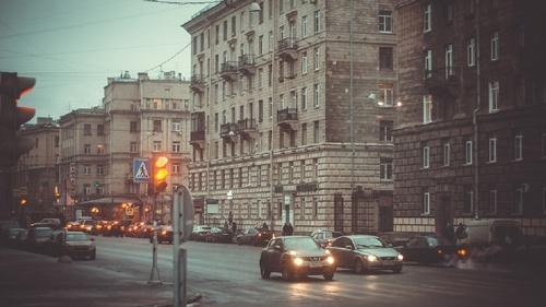 """Опубликовано видео, как в Санкт-Петербурге автобус """"катается"""" по тротуару"""