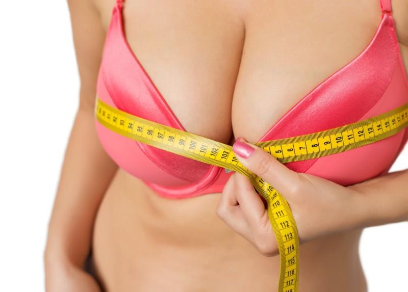 Все больше и больше: как изменилась женская грудь за последние 50 лет