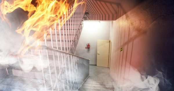 Если разгорелся пожар! Эти 3 простые правила спасут ваших детей.