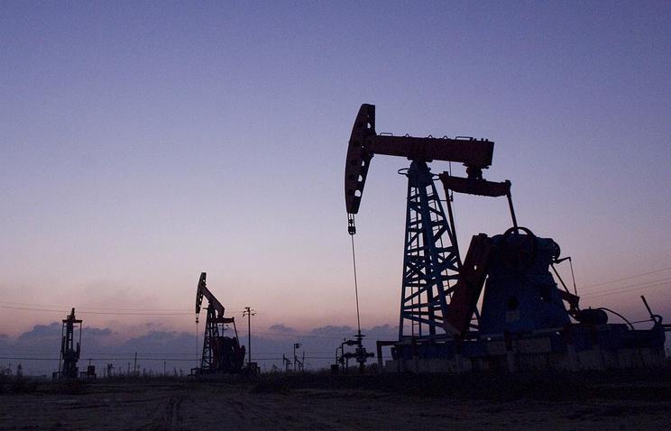 Цена нефти Brent превысила отметку $54 за баррель впервые за месяц