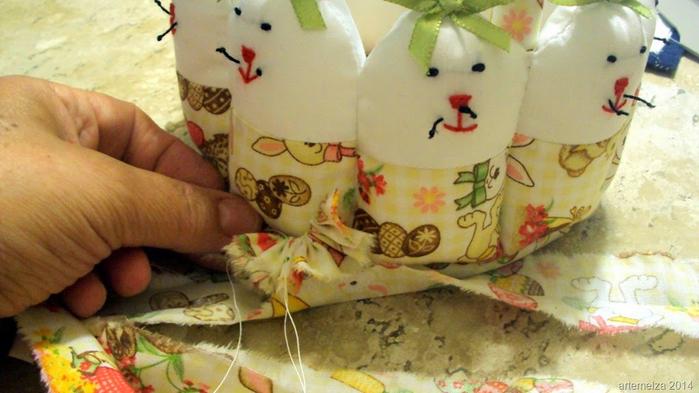 Текстильная корзинка из пасхальных зайцев. Мастер-класс (41) (700x393, 313Kb)