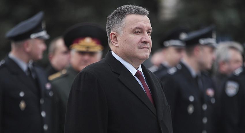 Авакова решили уволить через суд