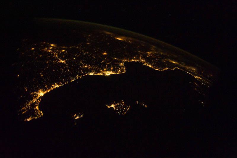 2213 Ночь на планете: 30 фото из космоса