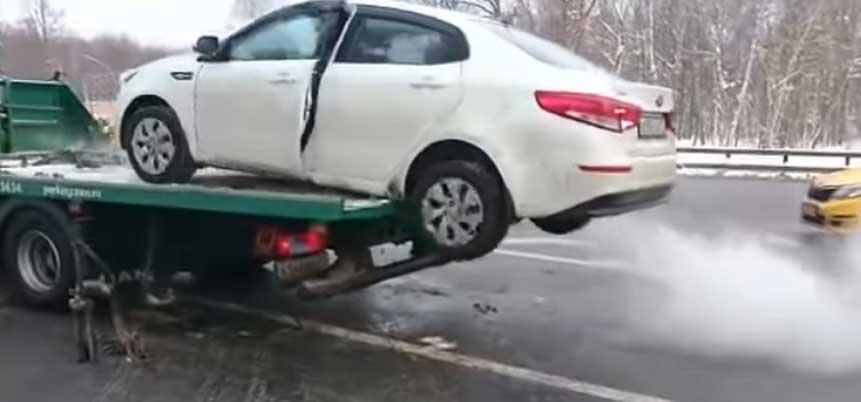 Нервный водитель спрыгнул с эвакуатора