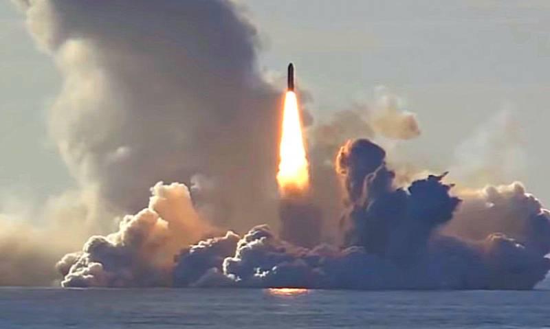 Удар «Булавой»: групповой пуск ракет попал на видео