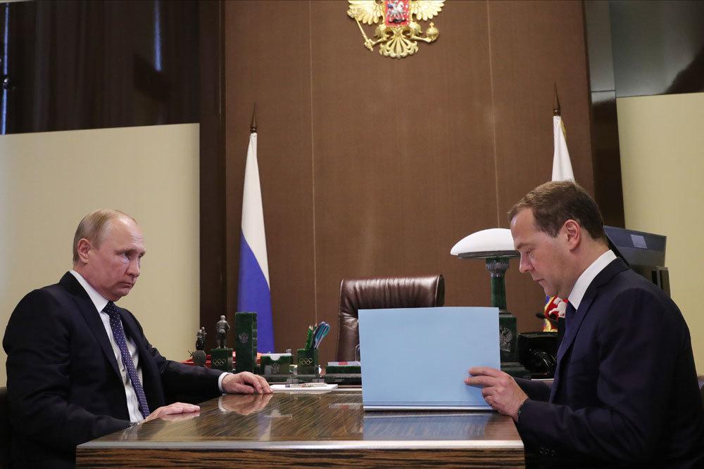 Путин утвердил представленных Медведевым членов правительства