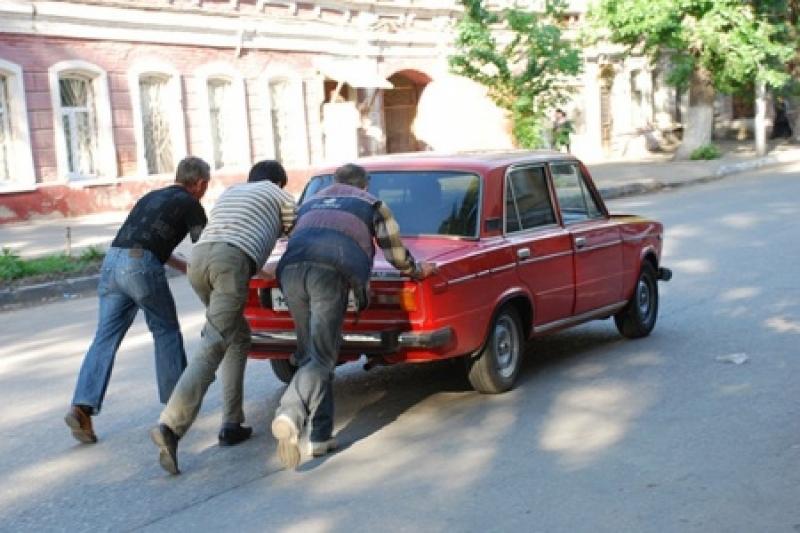 Новые перлы от «базарных барыг»: украинцы ездят на автохламе, потому что не разбираются в марках машин